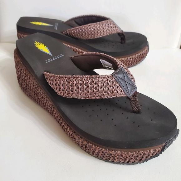 Volatile Size 6 Brown Wedge Flip Flop Sandals